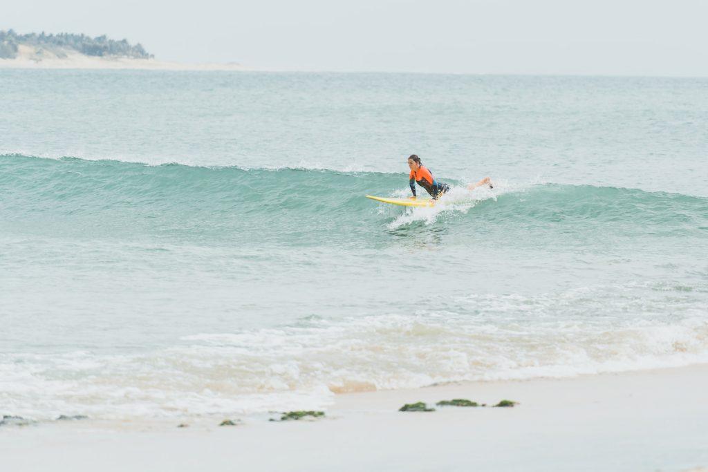 Attraper une vague au Sri Lanka