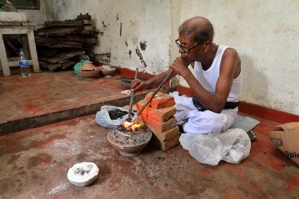 Traitement thermique des saphirs au Sri Lanka