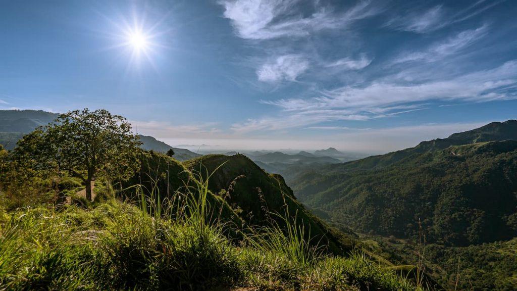 vue du little adam's peak sri lanka